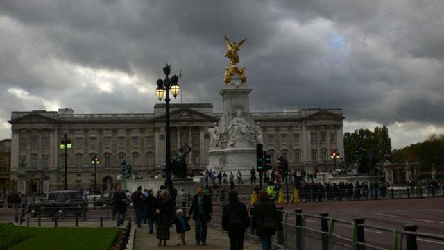 Памятник Королеве Виктории на фоне Букингемского Дворца