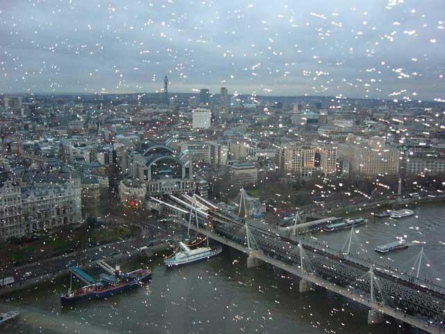 Лондон сквозь дождь