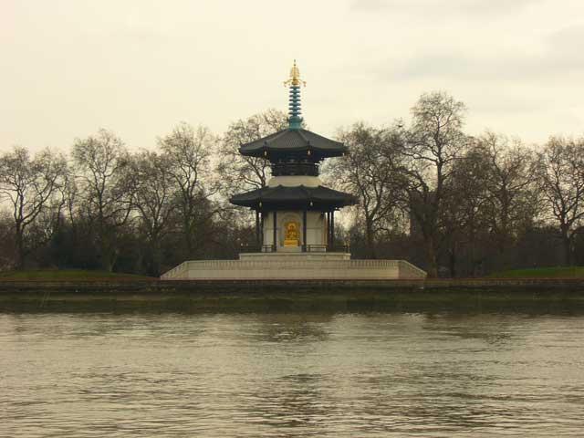 Пагода Мира в парке Баттерси