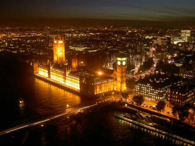 Вид на Лондон вечером с London Eye